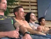 Homens Tocando Punheta, Juntos, na Masturbação Coletiva