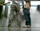 Machos Fazendo Pegação no Banheiro do Hipermercado